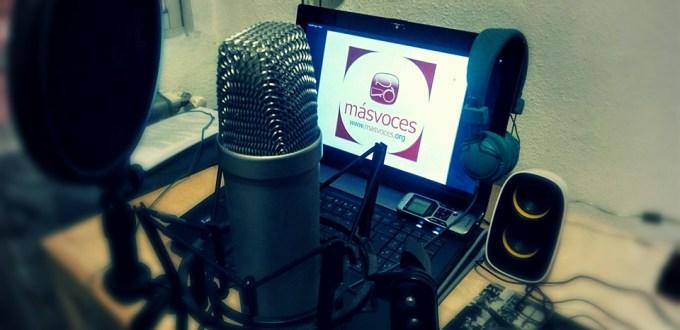El informativo Más Voces sirve noticias a las radios comunitarias.