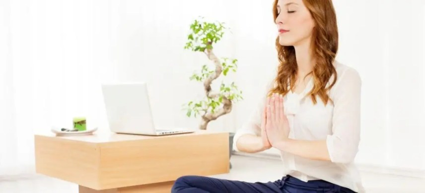 meditation for entreprenuers woman meditating next to computer
