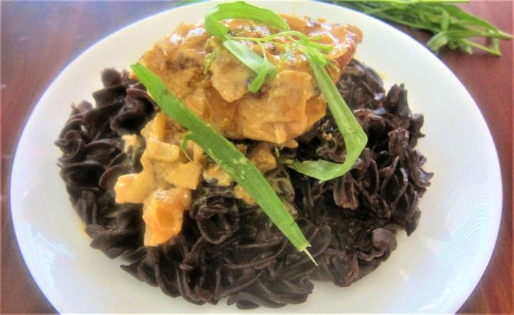 Tarragon chicken over black quinoa pasta