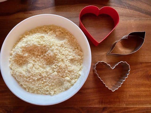 Almond flour after blending almond slices