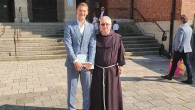Photo of Neuer nakon krštenja darovao dres hrvatskom svećeniku u Münchenu