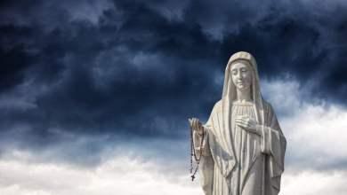 Photo of 15 moćnih Gospinih obećanja onima koji svakodnevno odano mole krunicu