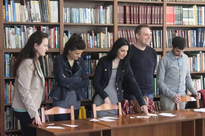 """Працівники бібліотеки на семінарі """"Я - волонтер"""""""