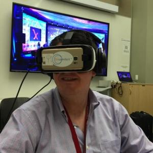 Robert Schultz demonstrating the OnComfort™ virtual reality technology at Stanford Medicine X