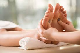 picture of feet receiving reflexology
