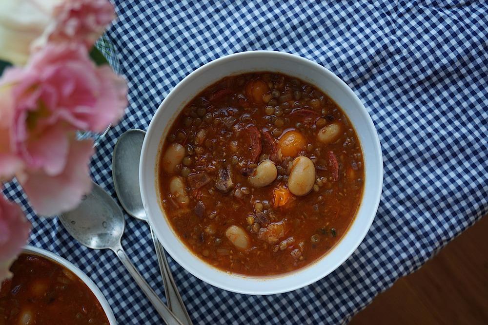 Tomātu-pupiņu zupa ar čorizo