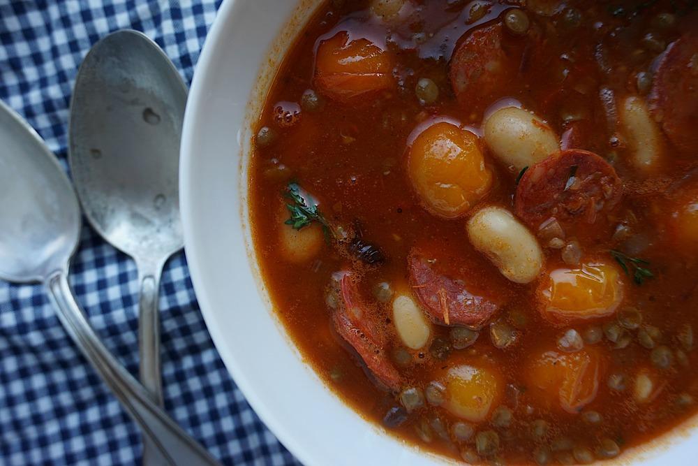 tomātu pupiņu zupa ar čorizo