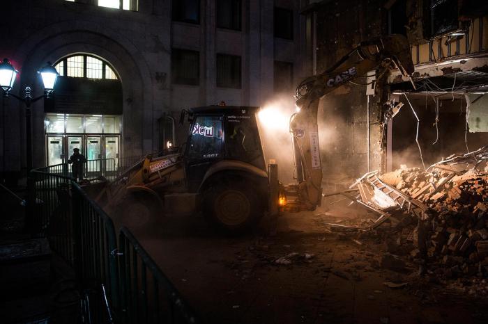 Снос торговых павильонов около метро Арбатская, 9 февраля Фото: Евгений Фельдман