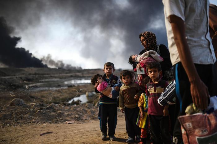 Беженцы, вынужденные покинуть свои дома из-за битвы за Мосул, 29 октября Фото: Bulent Kilic / AFP / Scanpix / LETA