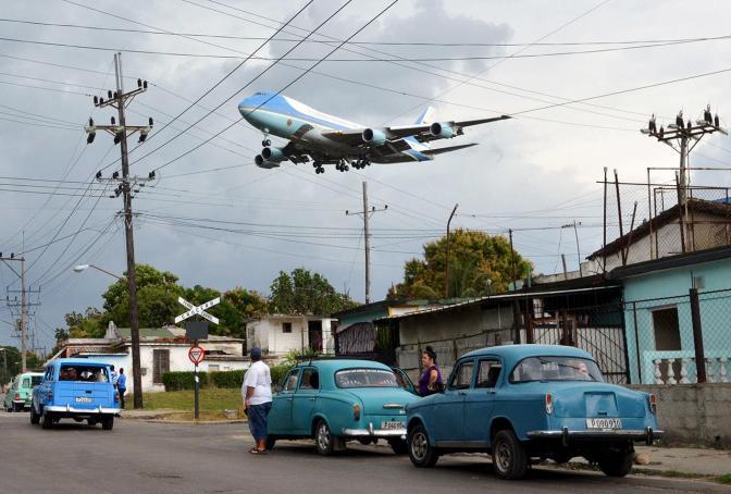 Самолет президента США Барака Обамы над Гаваной, 20 марта Фото: Alberto Reyes / Reuters / Scanpix / LETA