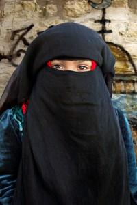 V roku 2013 šejk Abdulláh Daúd navrhol aby novorodenci ženského pohlavia nosili burku.