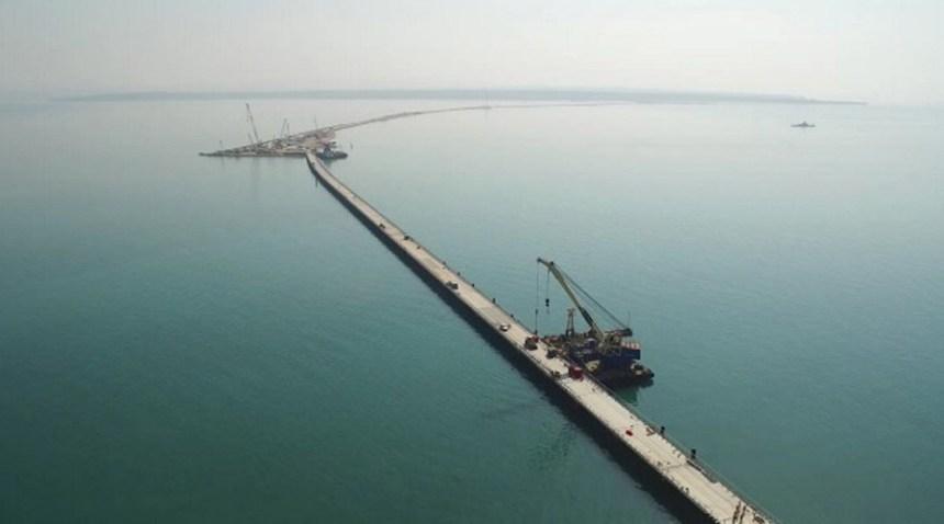 Stavba dočasného mosta cez Kerčský prieliv
