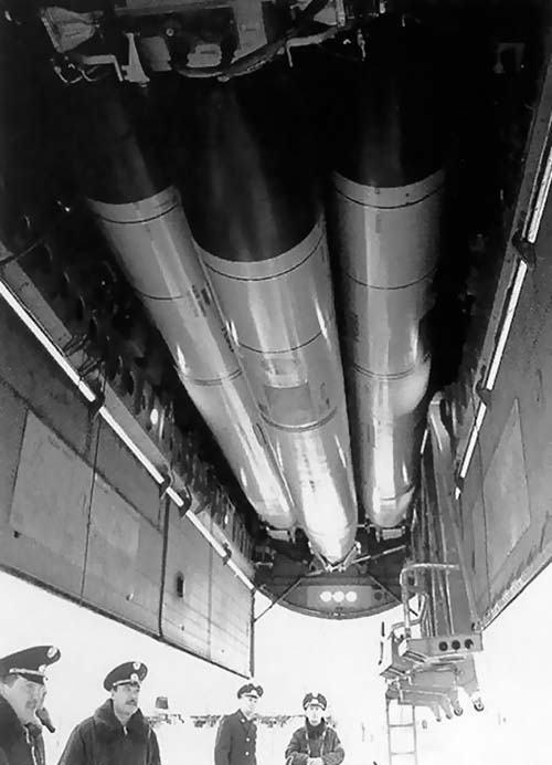 TU-160 s raketami KH-55 v rotačnom zásobníku