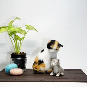 親子のネコさん。羊毛フェルトの作品です。