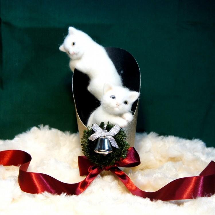 Xmas仕様のネコさん。羊毛フェルトの作品です。