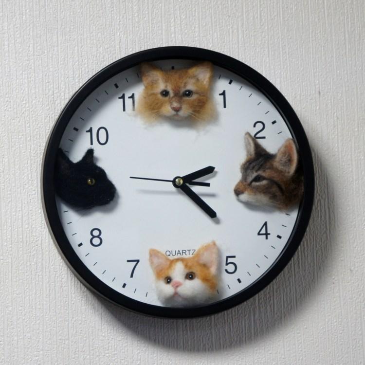 羊毛フェルトの掛時計
