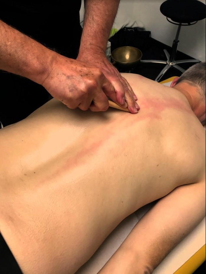 Nicht nur für Sportler:  Massage bei Thomas Schneider von Sportphysio Meerbusch. Die Praxis befindet sich im Teremeer am Hülsenbuschweg in Büderich.