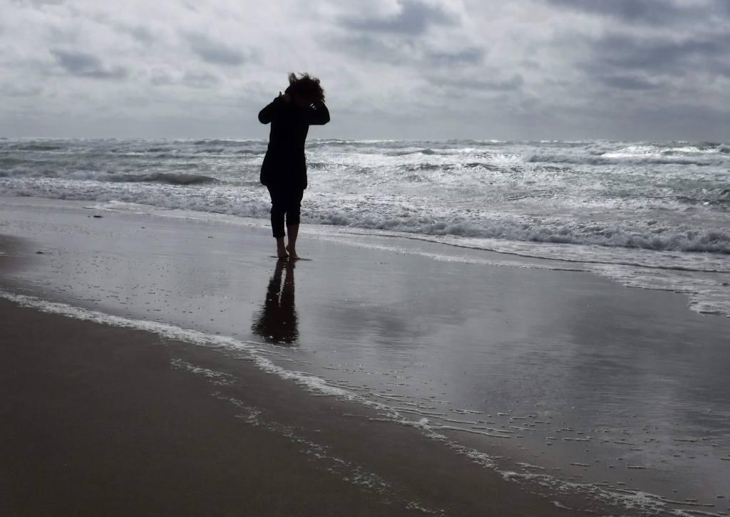 Urlaub in Dänemark: Frau am Strand