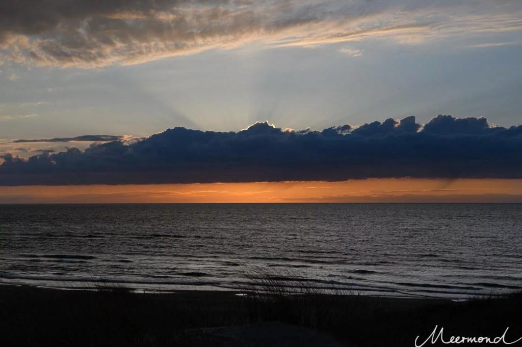 Sonnenuntergang am Strand Dänemarks
