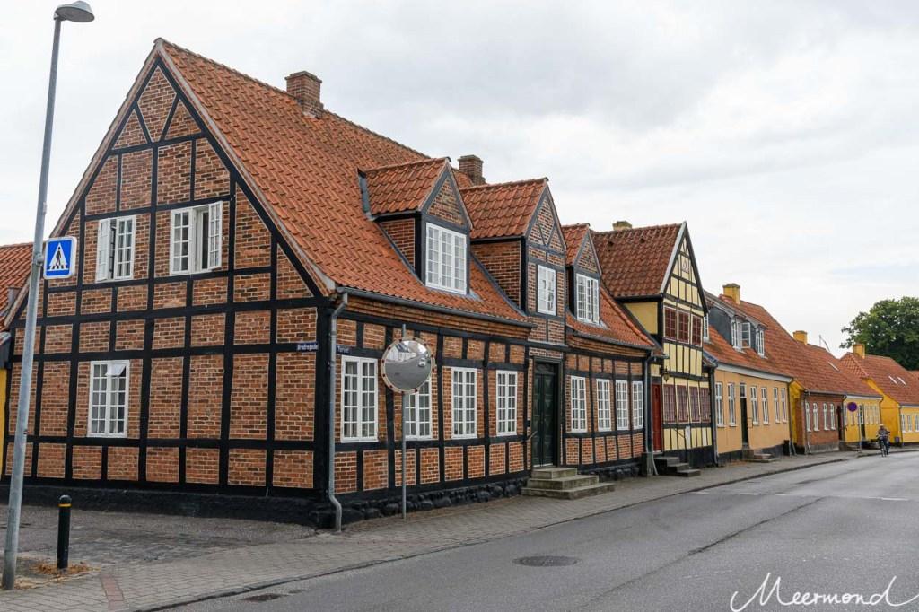Eine Zeile mit Fachwerkhäusern auf Lolland