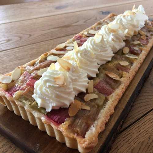 Suus bakt: een seizoensgebonden Rabarbertaart