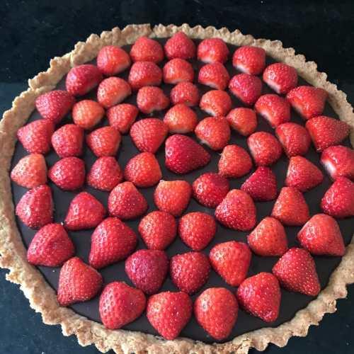 Lieke bakt: taart met karamelsaus en chocoladeganache
