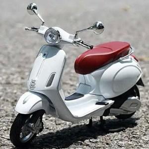 Vespa Primavera 150 白色電單車【 比例 1:12 】
