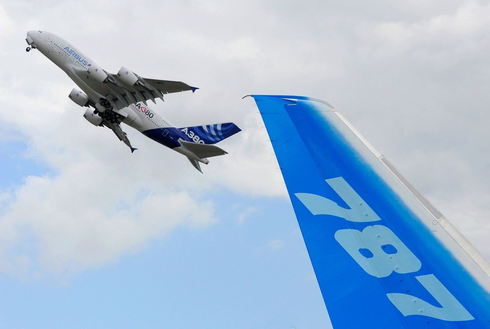 Airbus steals Le Bourget show with 595 orders vs. Boeing's 234