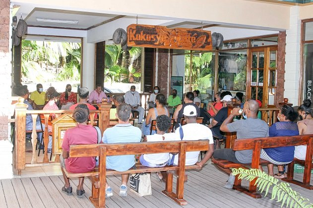 Praslin Tour Guides Share New Concerns with Tourism Minister