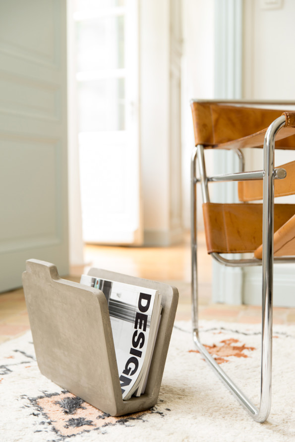 DB-09107S_doc-objet-design-beton-porte-revues_17