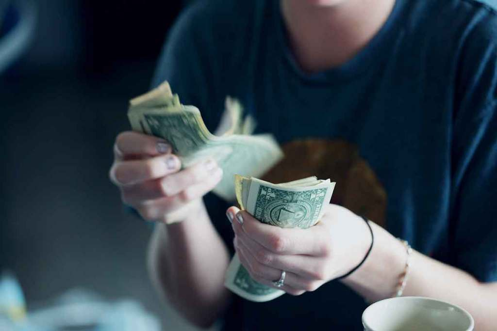 Budgeting-money-Photo-by-Sharon-McCutcheon-on-Unsplash-Optimised