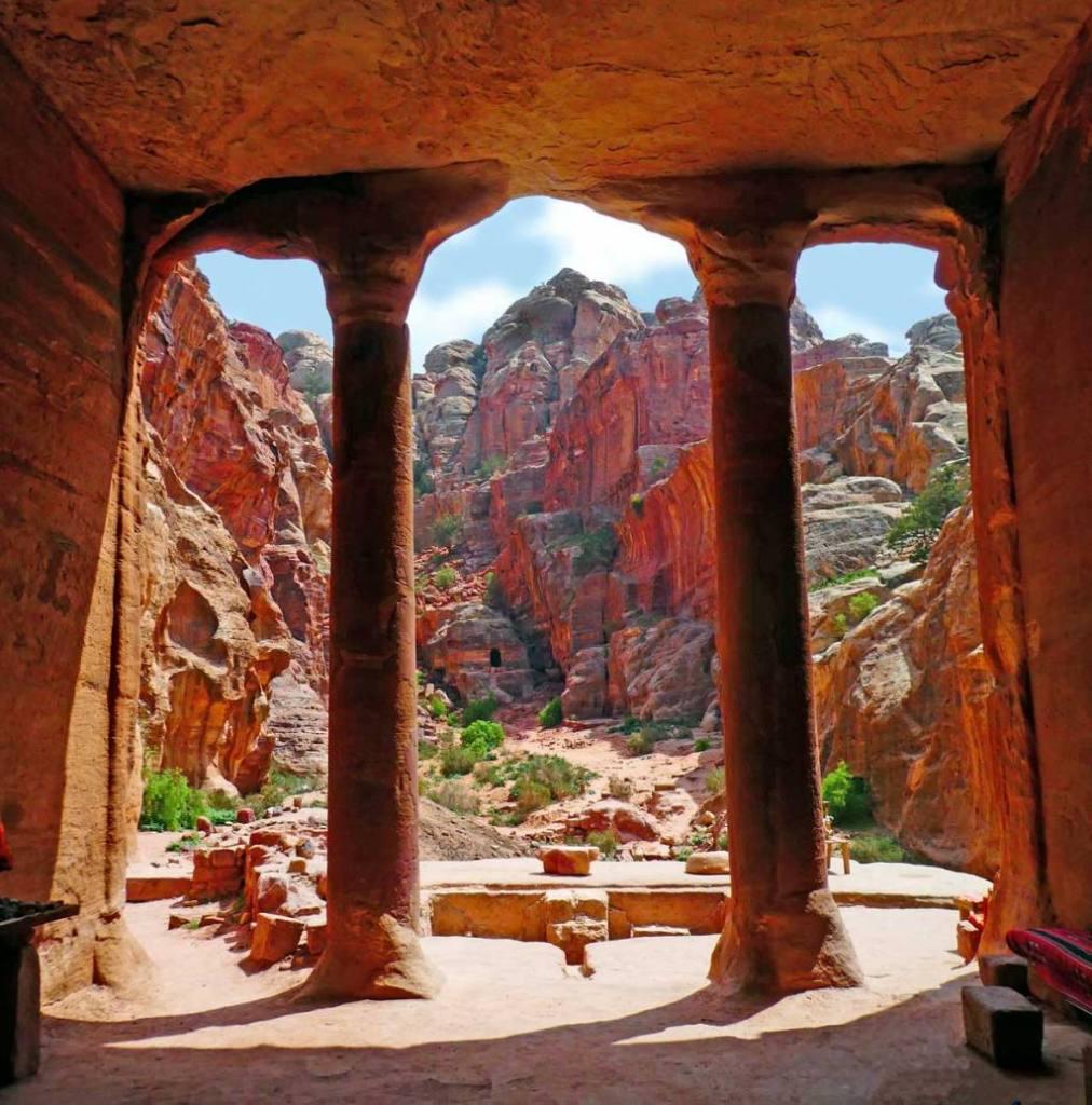 The-Garden-Trinclinium-at-Petra-Optimised
