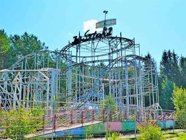 Visiting an Abandoned Amusement Park in Elektrenai, Lithuania 4