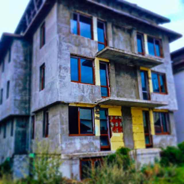 abandoned-places-in-bulgaria-bansko-ghost-buildings-1-optimised