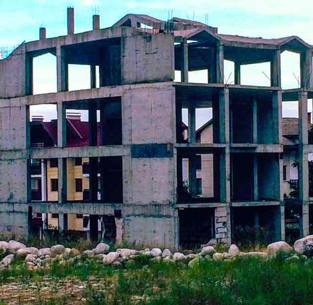 abandoned-places-in-bulgaria-bansko-ghost-buildings-2-optimised