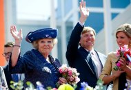The abdication of our Queen Beatrix was the news of the year. The whole country watched, how she passed the throne to her son Willem-Alexander.