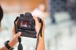 講演会の撮影で会場の熱気を伝える写真を撮る3つのコツ