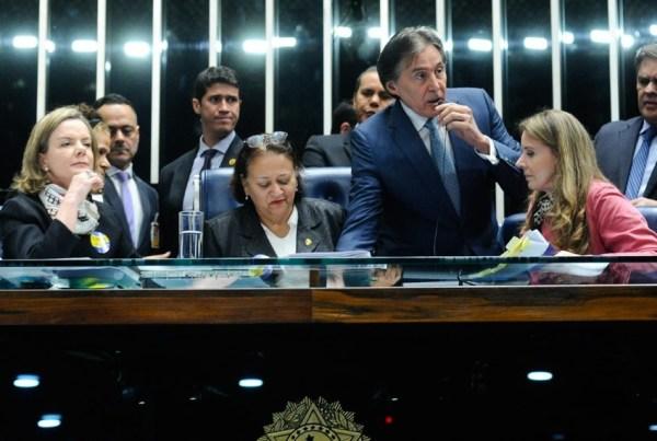 reforma trabalhista senado senadoras protesto grávidas lactantes insalubre