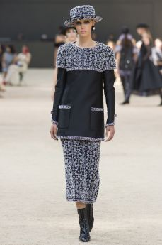http---bae.hypebeast.com-files-2017-07-chanel-2017-fall-couture-collection-46