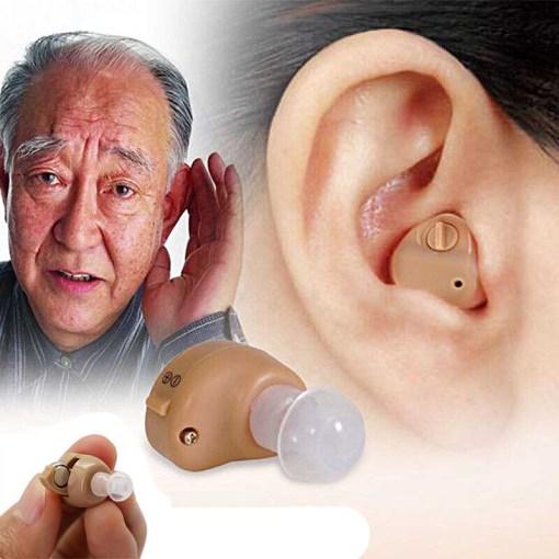 Amplificador Auditivo Anciano Usando