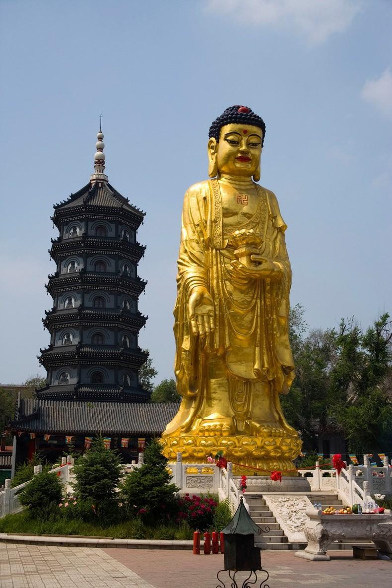 Jilesi Dafo Buddha Statue At Harbin Temple Of Bliss