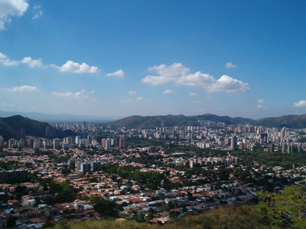 https://i2.wp.com/megaconstrucciones.net/images/urbanismo/foto10/valencia-venezuela.jpg