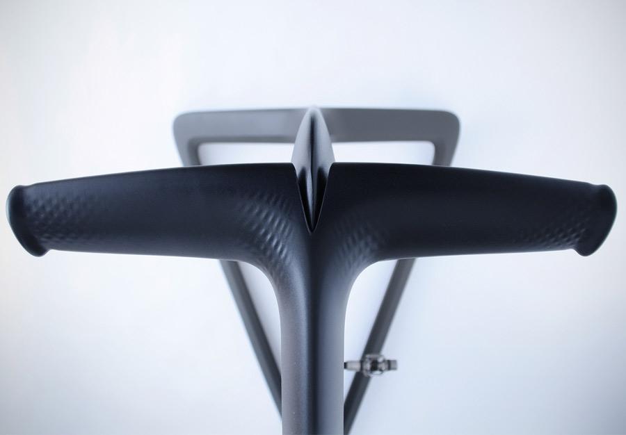 Vela Exercise Bike :: LUNAR (2)