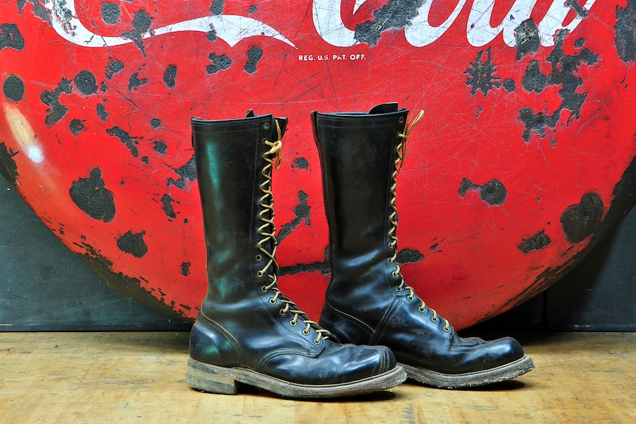 3817_vintage-leather-boots-tree-climbing3