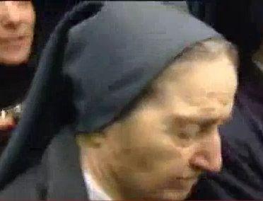 """פאשיסטית חוטפת תינוקות מאימותיהן - משרתת של ישו או פרנקו - האחות מריה גומז ואלבואנה ממסדר """"אחיות הצדקה"""""""