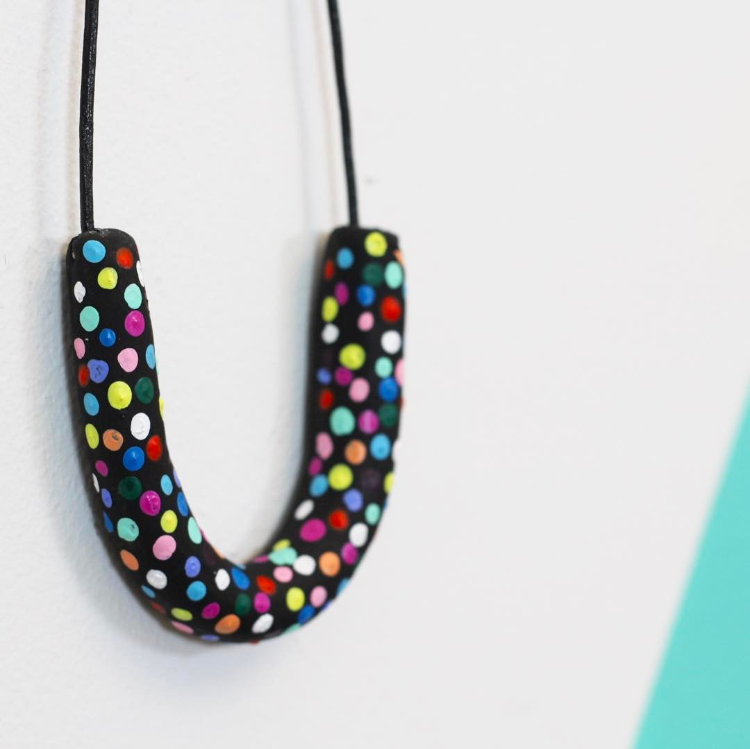 Learn how to make 3 different beads & a confetti dot pattern in today's @hgtvhandmade tutorial 🎊🔴🎉🔵🎊