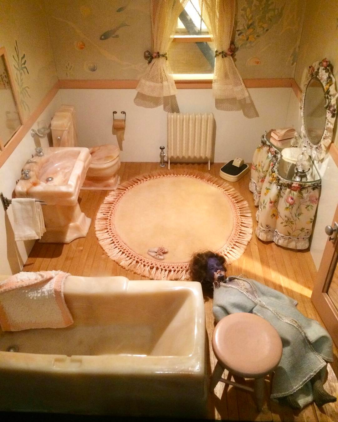 The Pink Bathroom 🏠 Frances Glassner Lee and the Nutshell Studies of Unexplained Death 📷 @dykhuis 📹 Check IG stories for more 🔪
