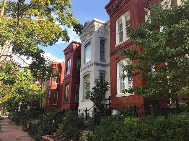 We moved from one gorgeous city to another. These Capital Hill townhouses sure make me SWOON with love for our city, our home, and this big life-changing move. Good call, Coles. WASHINGTON, D.C. is where it's at for us now
