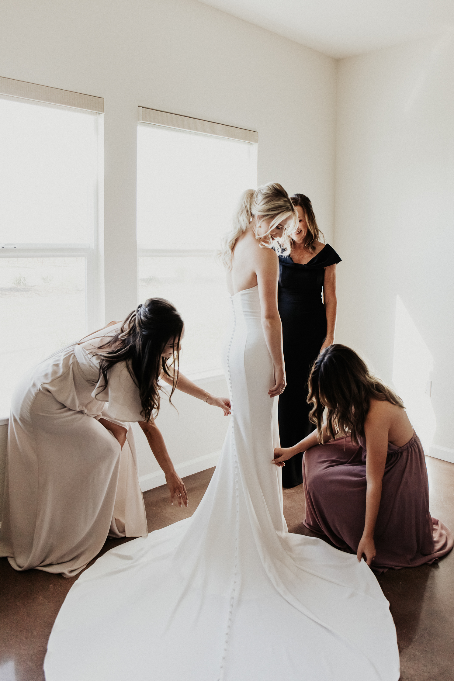 Megan Claire Photography | Northern California Wedding Photographer. Bride getting ready photos @meganclairephoto
