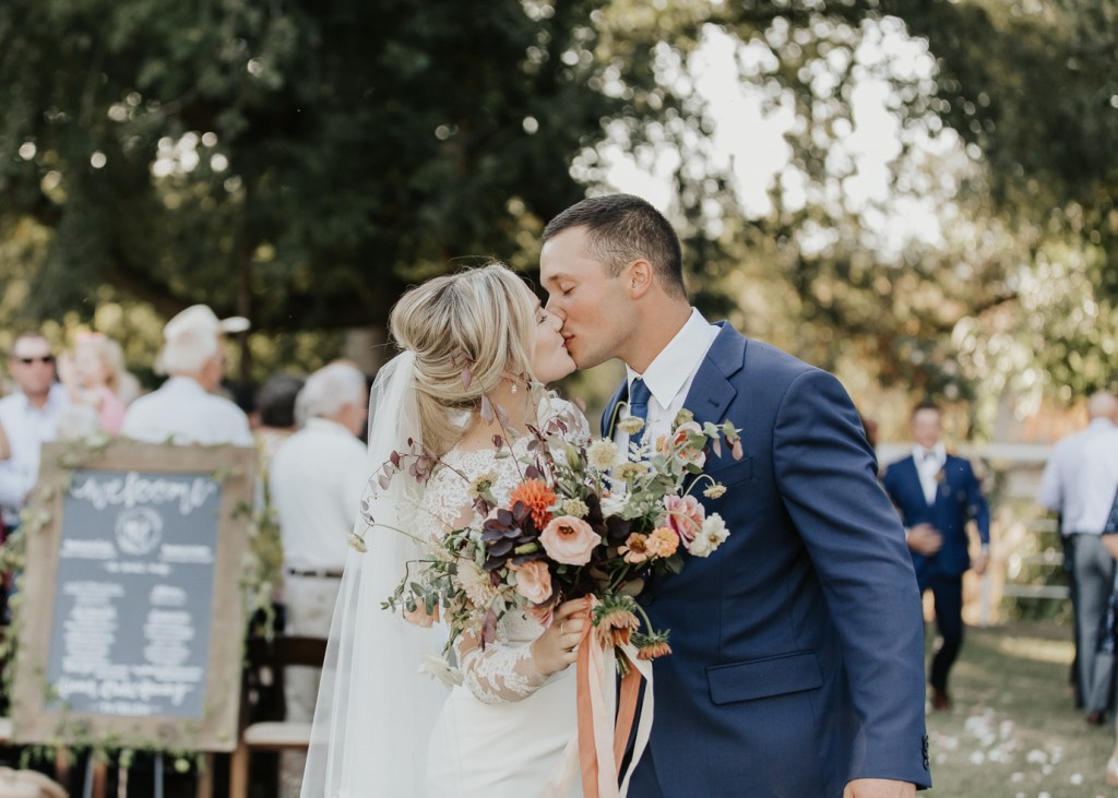 Megan Claire Photography | Northern California Wedding Photographer. Outdoor fall farm wedding in california @meganclairephoto